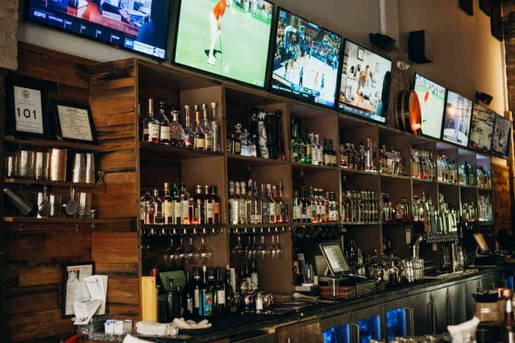 Wailea Happy Hour Pint and Cork Bar