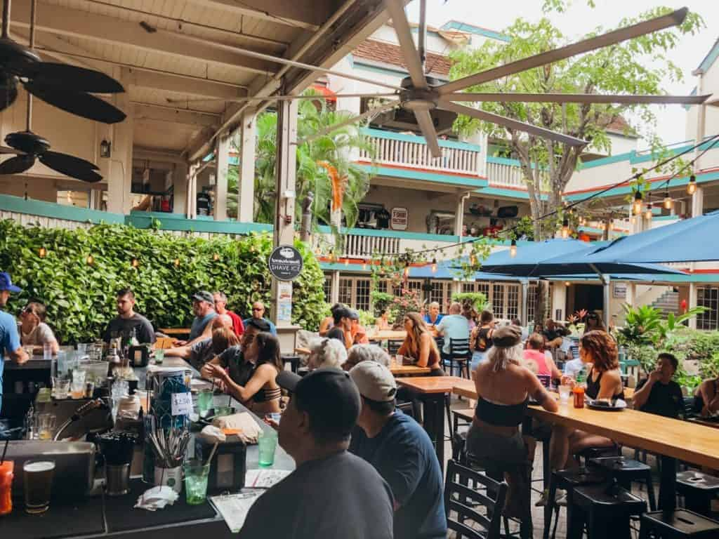 down-the-hatch-lahaina-happy-hour