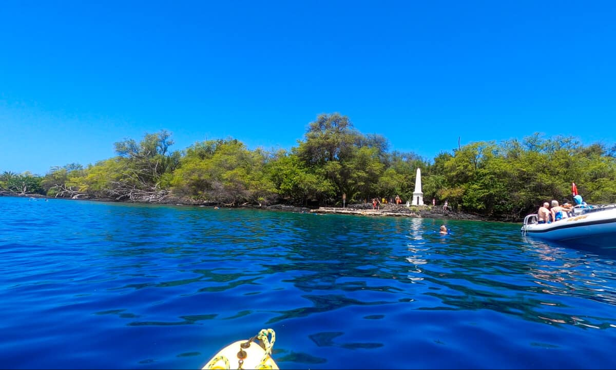 Captain cook monument snorkeling by Kayak