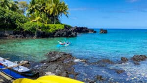 Kayaking to caption cook monument Hawaii