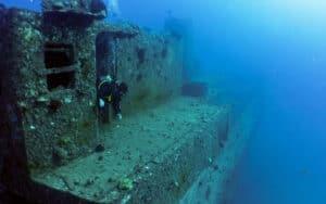 Banzai Divers Hawaii Shipwreck dive tours Oahu
