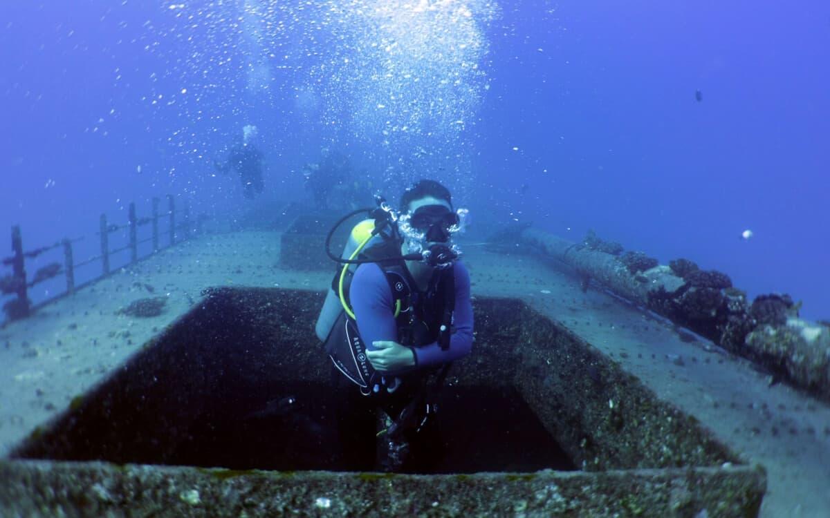 Oahu shipwreck dive tours Honolulu