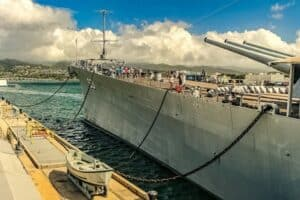 Pearl Harbor Tour-USS-Missouri-Ship-and-Dock-Arizona-Memorial